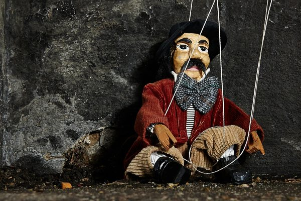 Du bist die Marionette der anderen