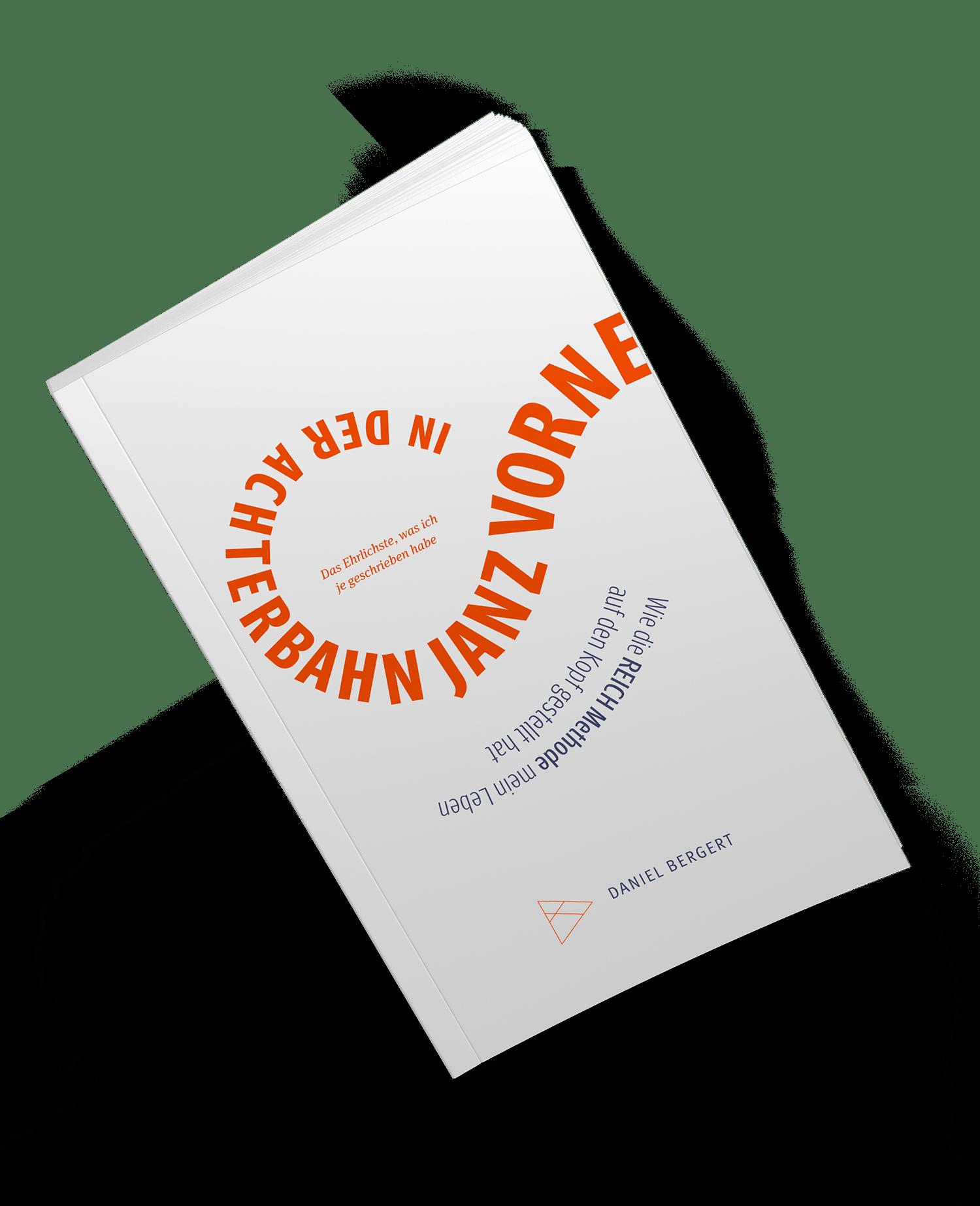 """Daniel Bergert mit seinem Buch """"In der Achterbahn janz vorne""""."""